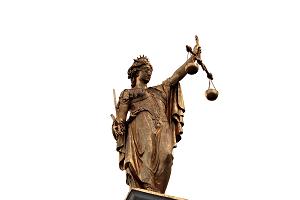 Bildinhalt: Eine Justicia mit weißen Hintergrund